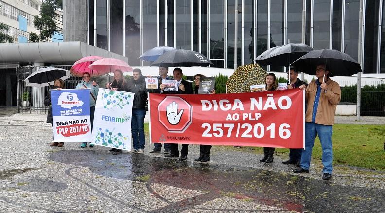 Fesmepar participa de ato do SindMP contra a aprovação do PLP257/16