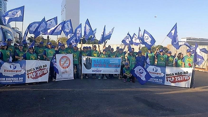 Fesmepar e servidores públicos reivindicam direitos na Jornada Nacional de Luta
