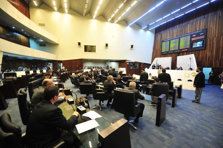 Oposição pede vista, e 'pacotaço' de Beto Richa fica parado  em segunda discussão