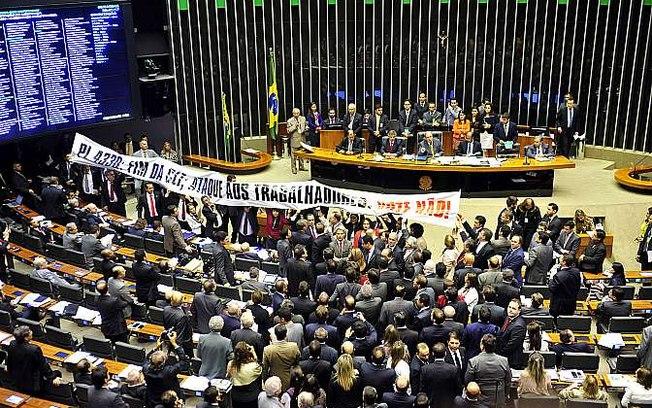 PL 4.302: Terceirização para todas as atividades é aprovada na Câmara