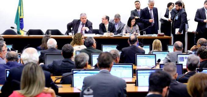 Reforma da Previdência é aprovada em comissão; texto irá a plenário