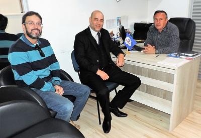Secretário do Trabalho do Paraná visita a sede da Fesmepar