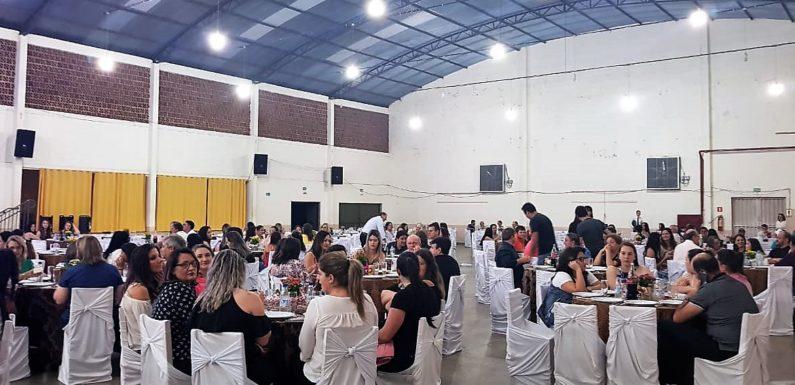 CAPITÃO LEÔNIDAS MARQUES: Mais de 200 servidores participam de jantar de comemoração ao Dia do Servidor Público