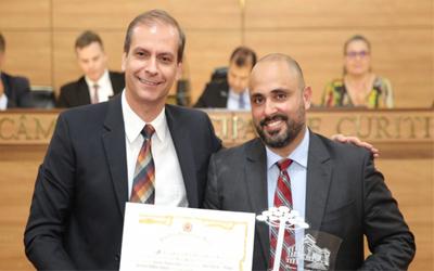 Presidente do SIGMUC é homenageado pela Câmara Municipal de Curitiba