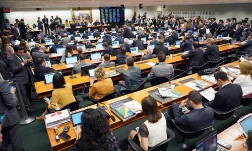 'Reforma' da Previdência é aprovada na CCJ da Câmara e vai para Comissão Especial