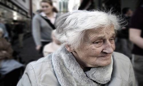 Mesmo antes da reforma, endividamento de idosos é o que mais cresce no país