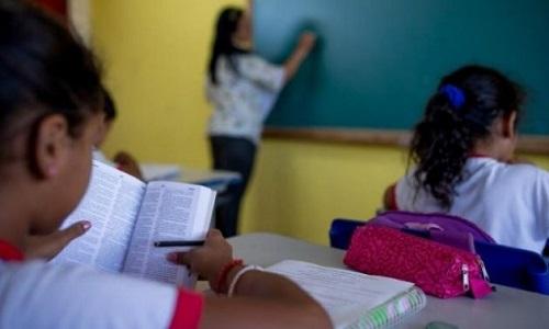 Congresso derruba veto de Bolsonaro e escolas públicas terão psicólogos