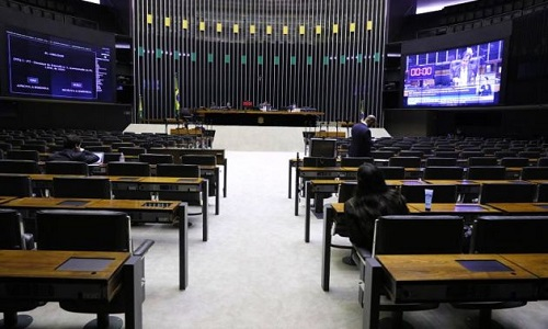 No meio da crise, Câmara aumenta flexibilização e aprova MP do contrato 'verde e amarelo'