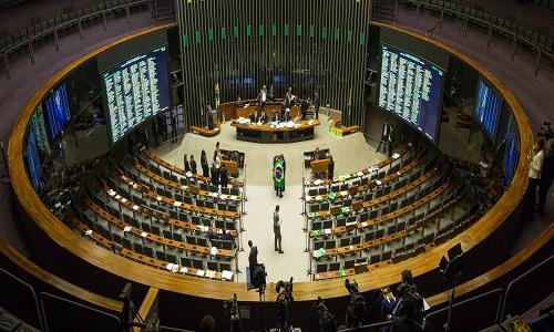 Deputados decidem manter proibição a reajuste de servidores públicos que atuam no combate à Covid-19