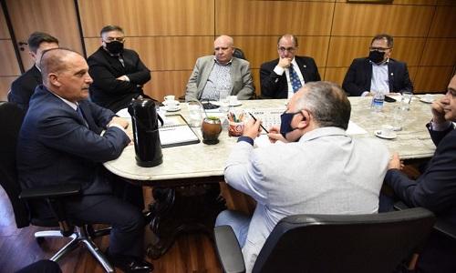 Governo Bolsonaro tenta abrir diálogo com centrais sindicais em meio à crise de popularidade